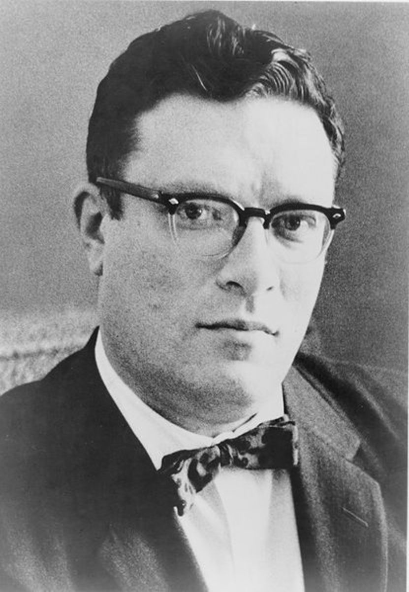Isaac Asimov in 1965.  Photo in the public domain