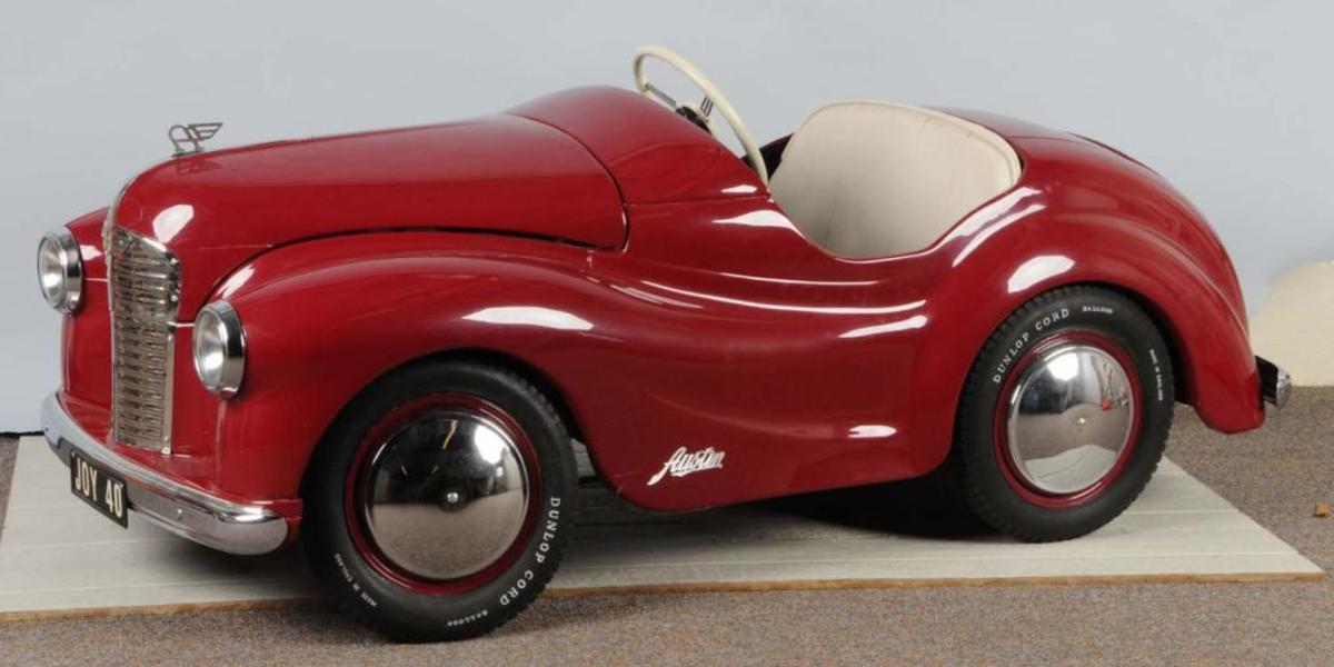 Lordy. I might just sell my Grandmother for this one. Austin Junior Forty (J40) pedal car.