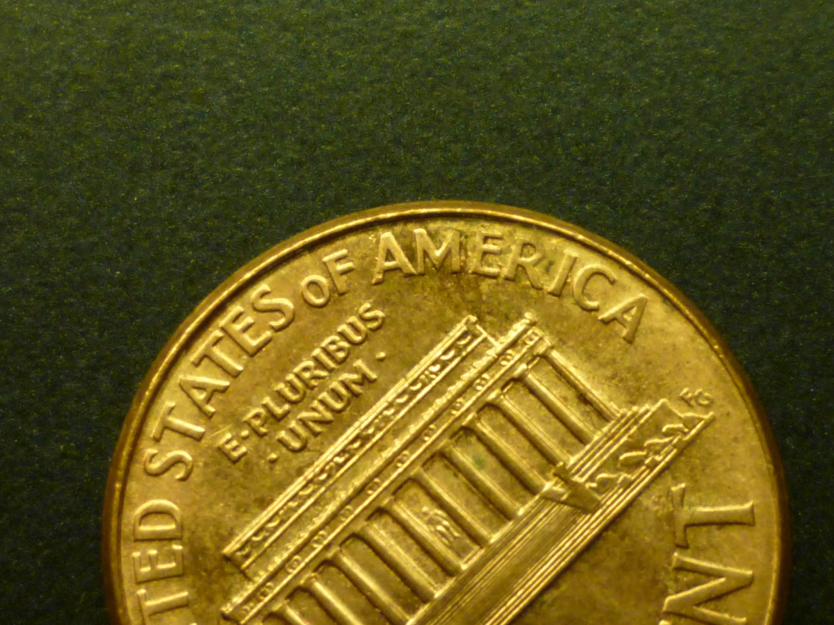 Shown above is the close AM variety. Few coins in 1992 exhibit this trait. It is normal for all pennies minted after 1993.