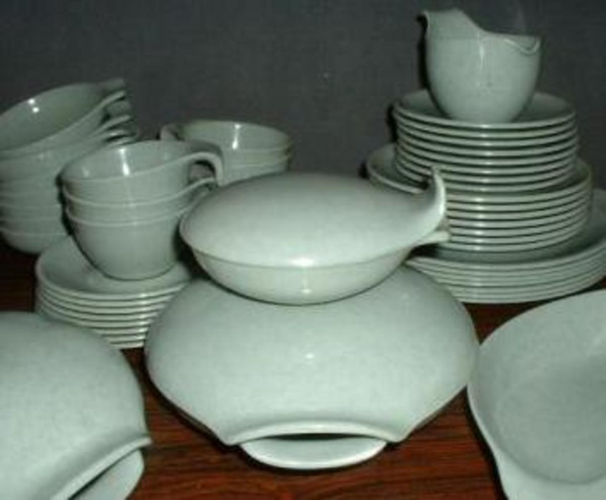 Russel Wright Residential Melmac Dinnerware was given the MOMA Good Design award in 1953 and 1954!