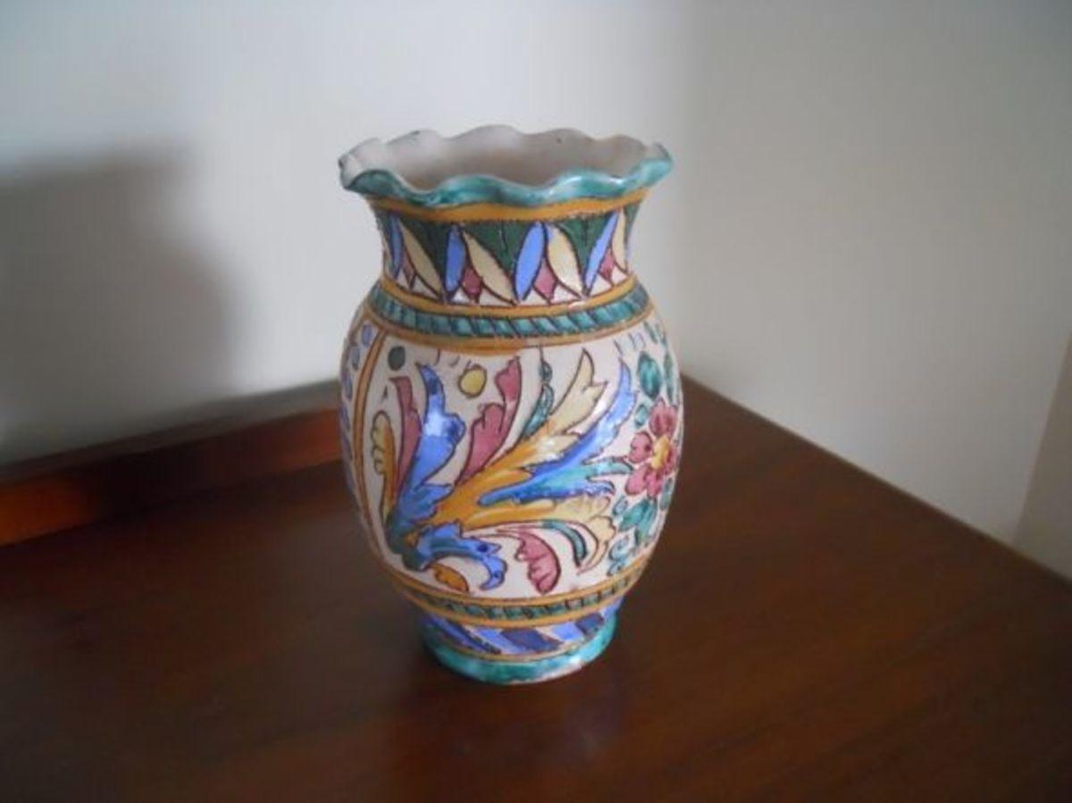 Italian-pottery-vase