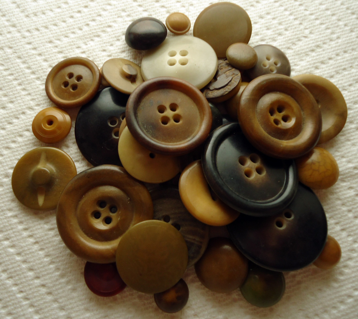 Vintage Button Guide Ways To Identify Antique Buttons