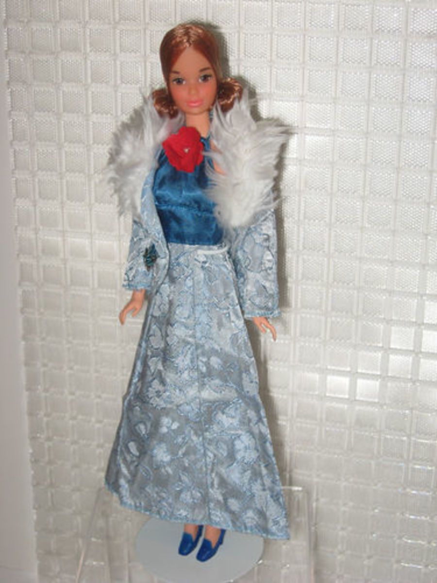 Kelly Doll wearing Barbie Get Ups 'N Go; #7840