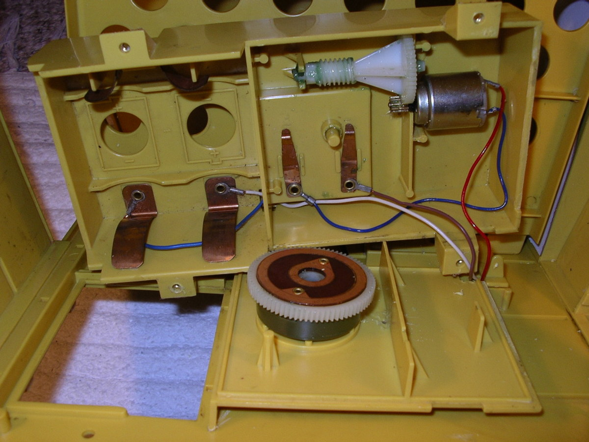 Notice the plastic ridge on the motor box lid which runs along the right side of the searchlight socket.