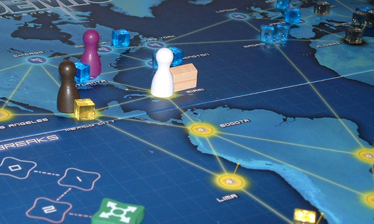 Pandemic board game (Best New Family Game of 2009 (GAMES Magazine))