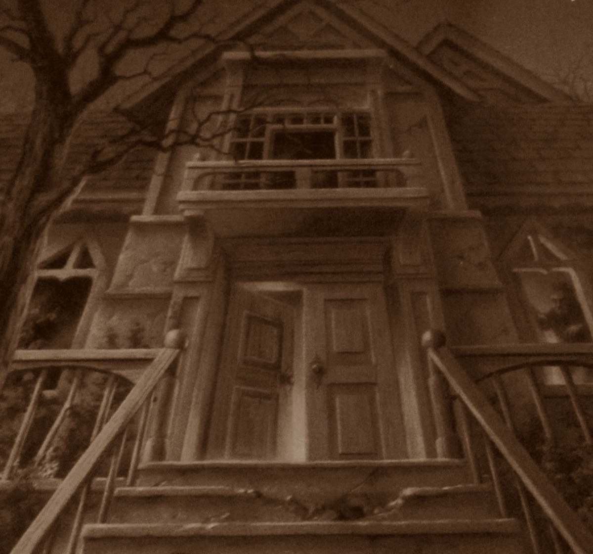 "Are you brave enough to enter the ""Dead House""? (Closeup of Goosebumps #1)"