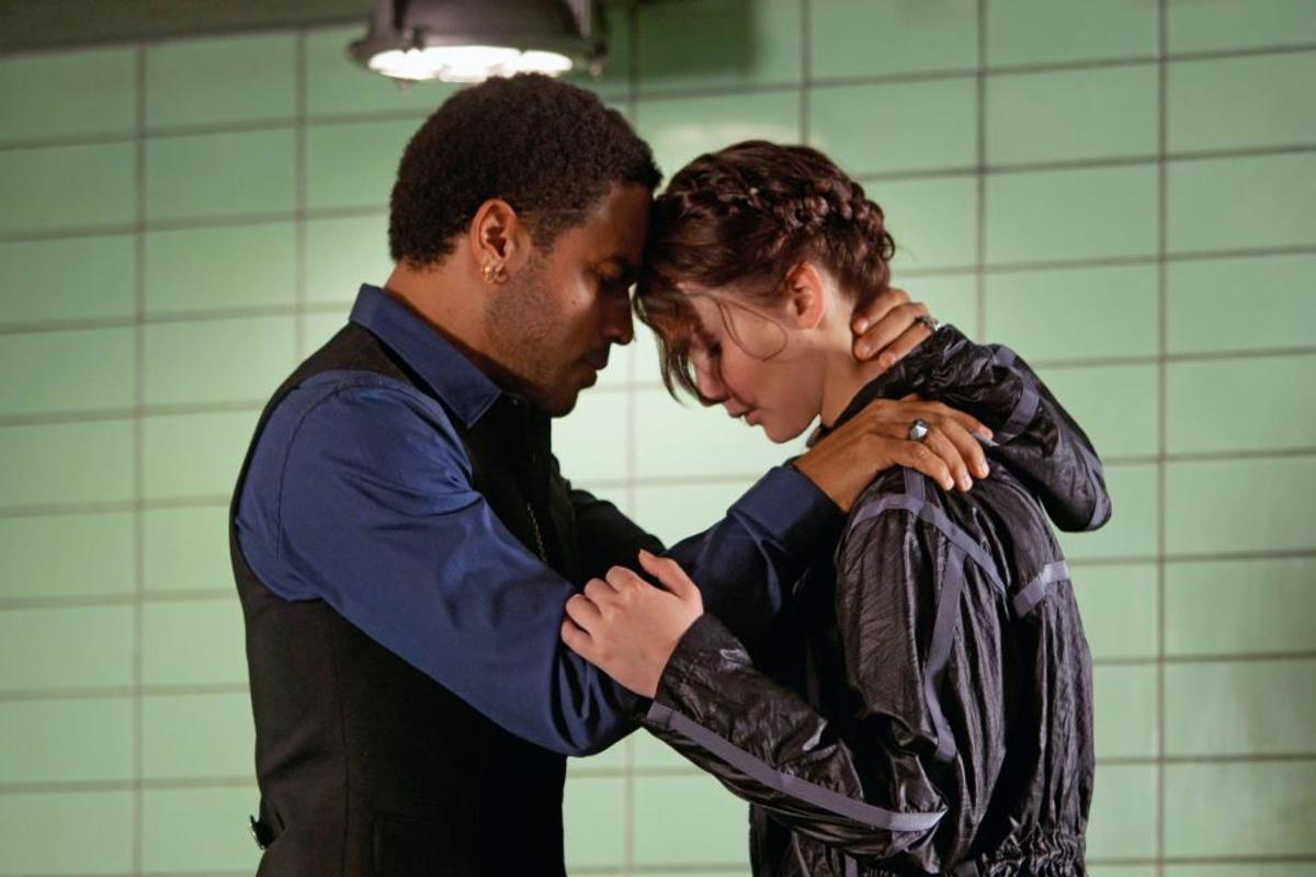 Cinna encourages Katniss before the 74th annual Hunger Games.