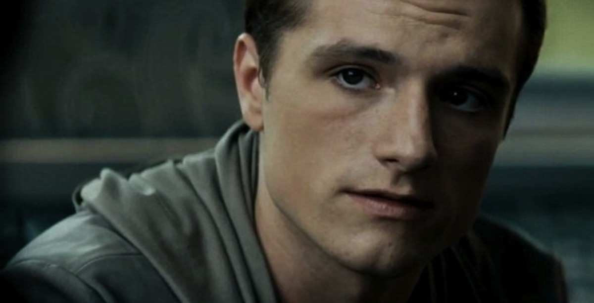 Peeta talks to Katniss before the Hunger Games begin.