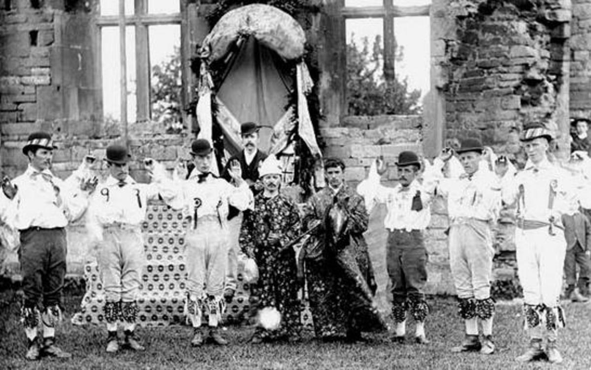 1890s photograph of the Bidford-on-Avon Morris Dancers