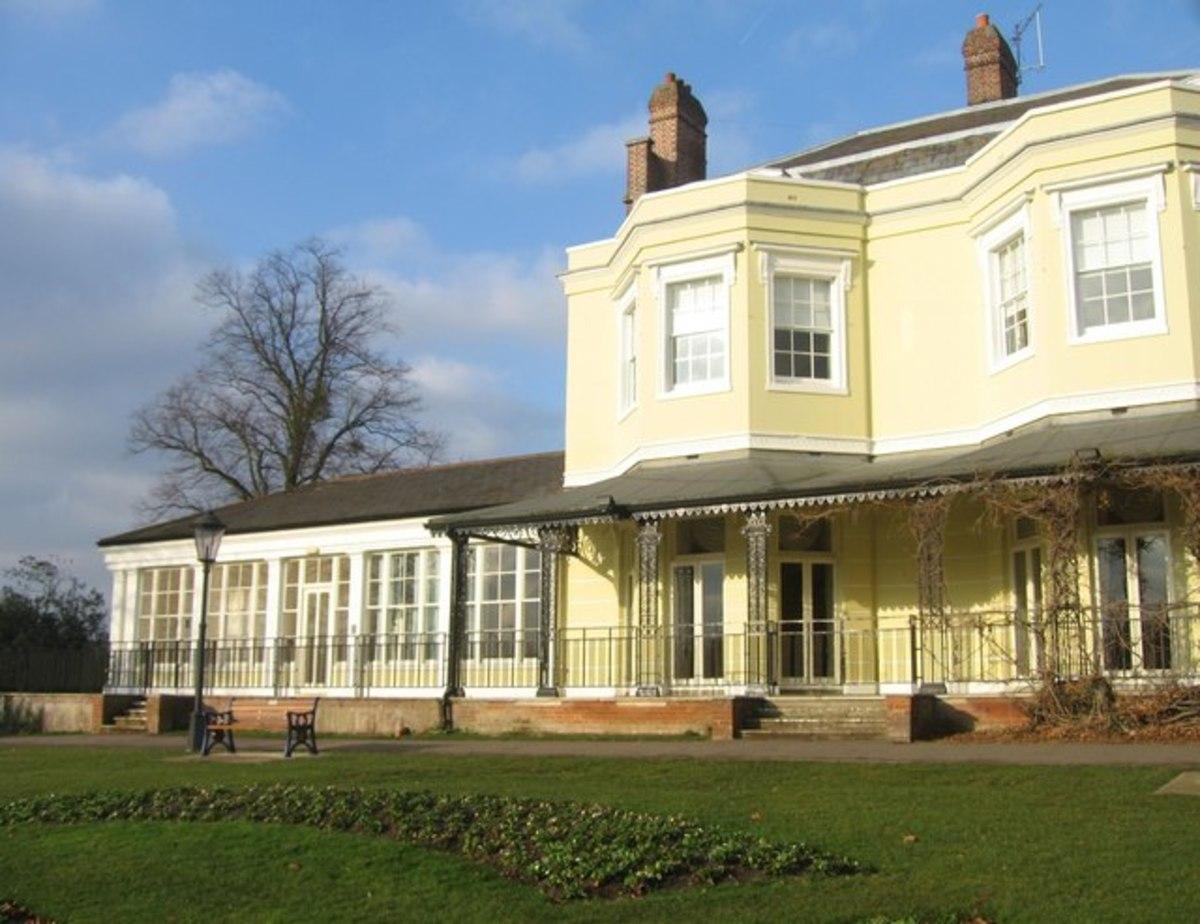 Court Gardens Marlow Shelley Theatre