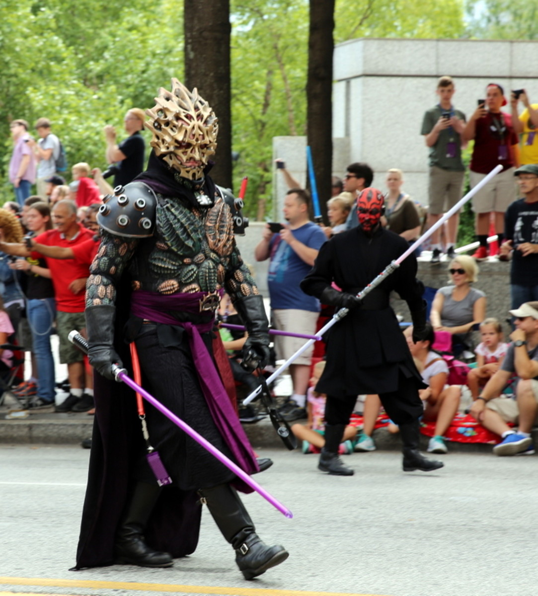 A cosplayer dressed up as Darth Bane.