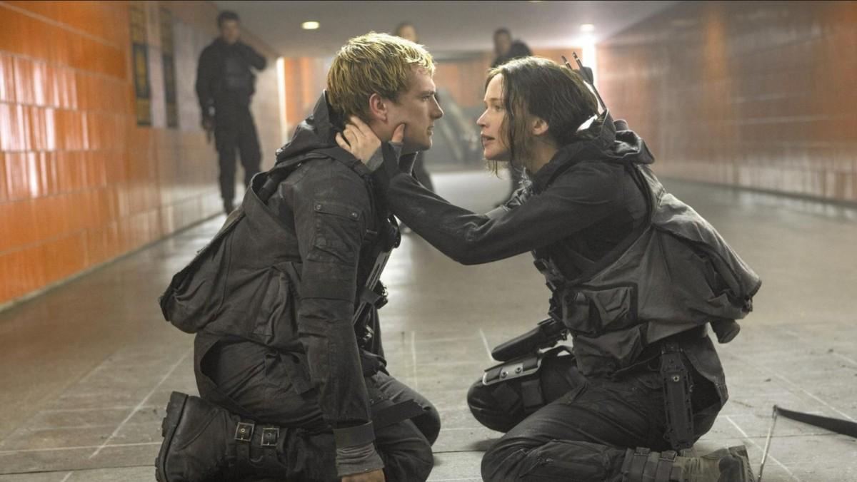 Peeta helps keep Katniss emotional grounded during the turmoil of war.