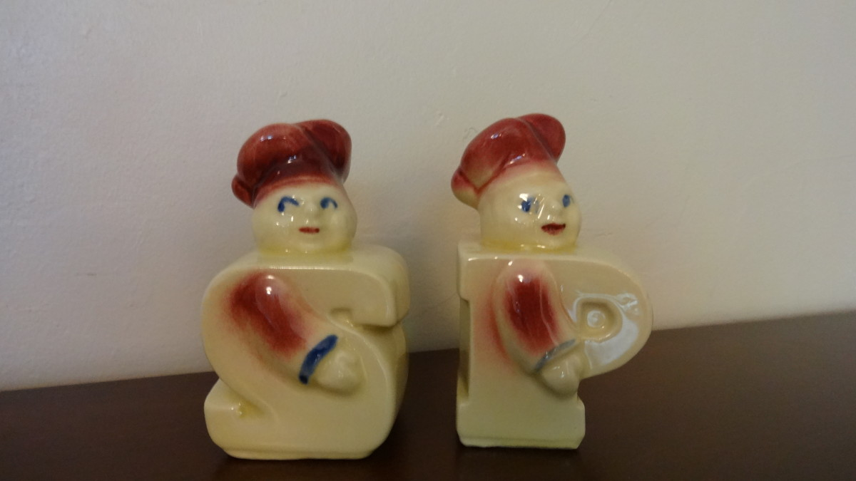 These are Shawnee salt and pepper shakers.