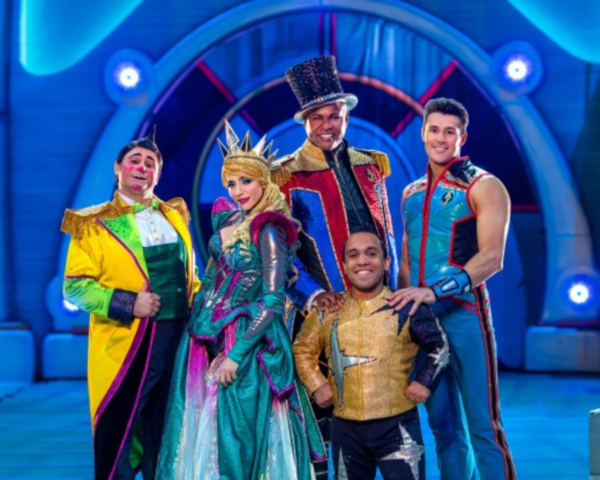 Davis Vassallo, Tatiana Tchalabaeva, Johnathan Lee Iverson, Paulo dos Santos and Alexander Lacey from Ringling Bros. and Barnum & Bailey presents Out Of This World (2016-2017)