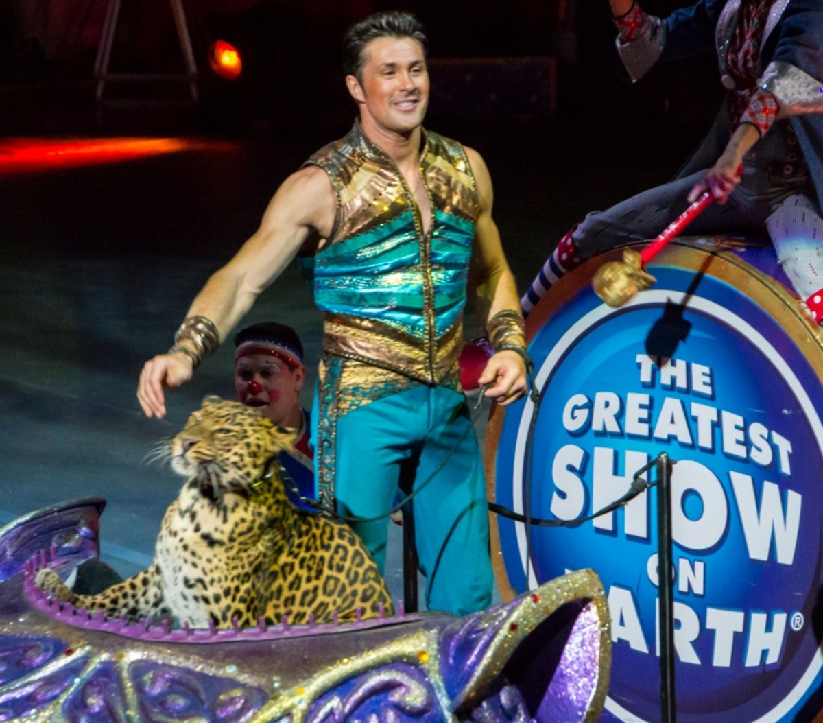 Alex and Mogli. Ringling Bros. and Barnum & Bailey presents Legends (2014-2016)