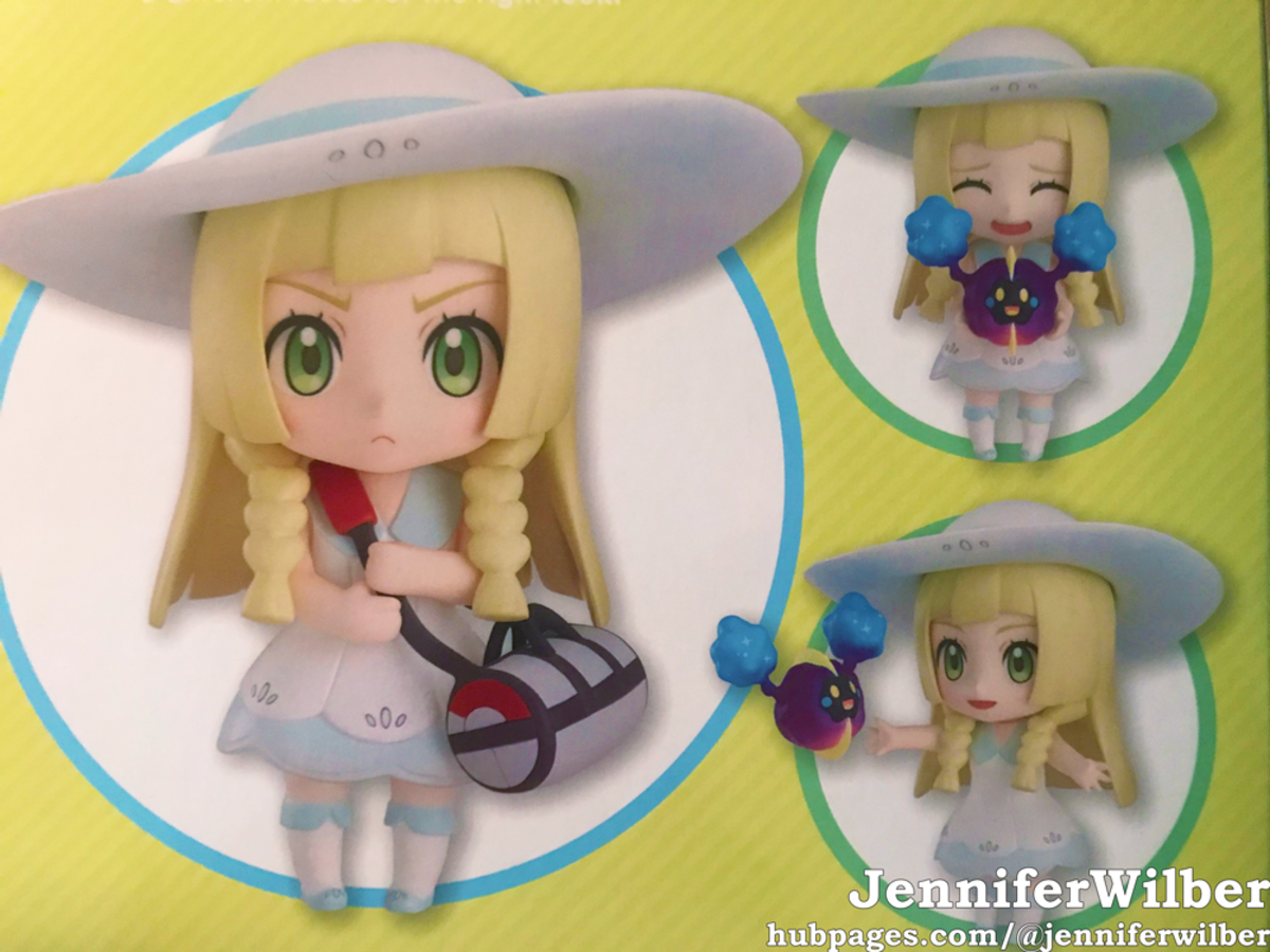 Other ways to pose Lillie, as shown on the back of her box.