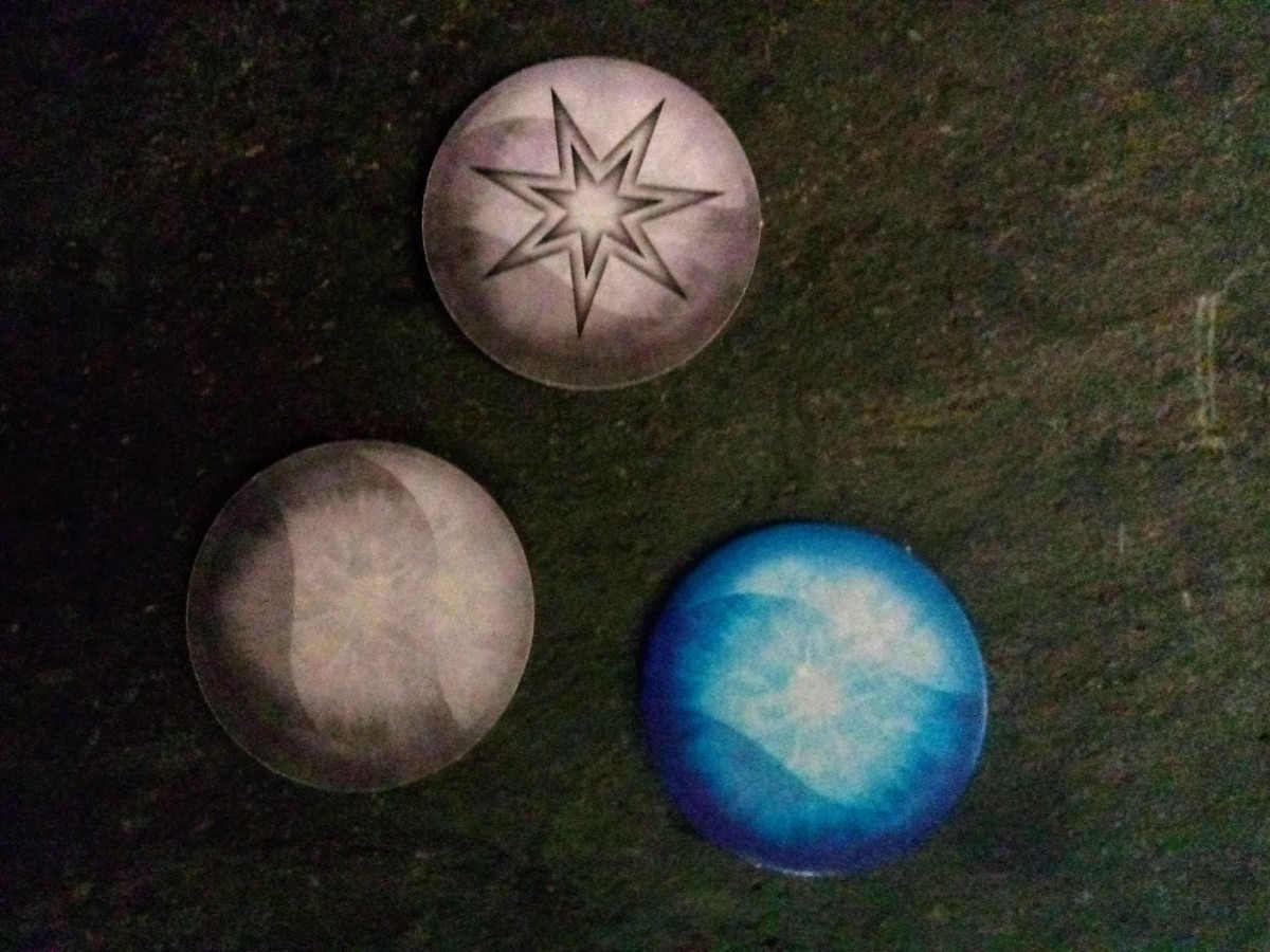 Mana tokens for determining the first player.