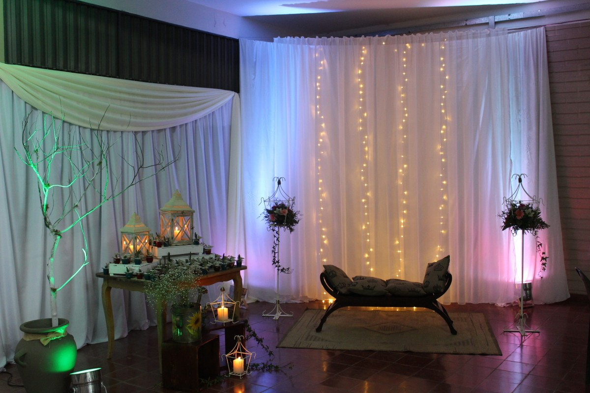 Decorate your studio to add to the culture and atmosphere of the dance instructions.