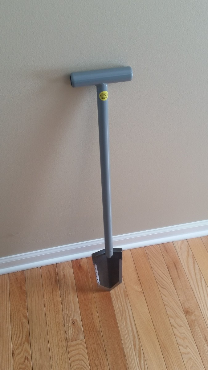 My Review of the Lesche T-Handle Shovel for Metal Detecting