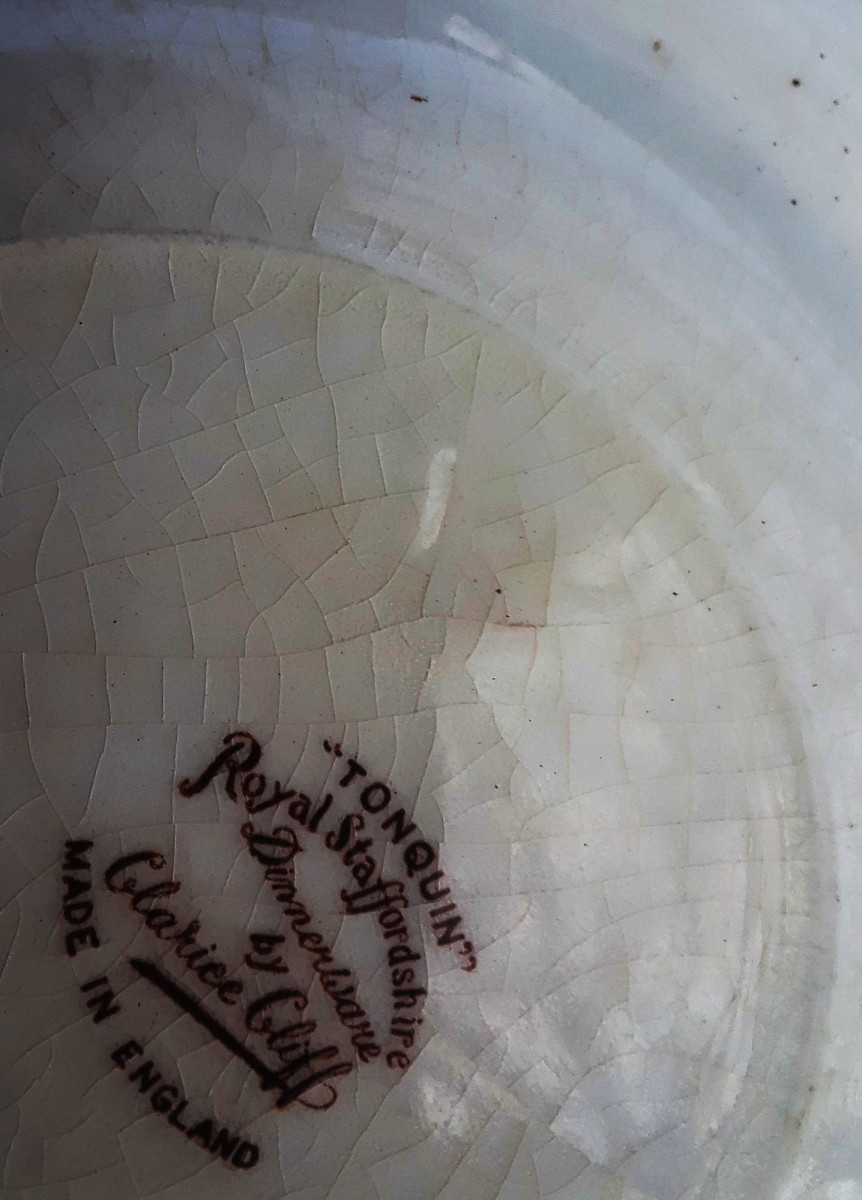 An example of crazing on the back of an older plate