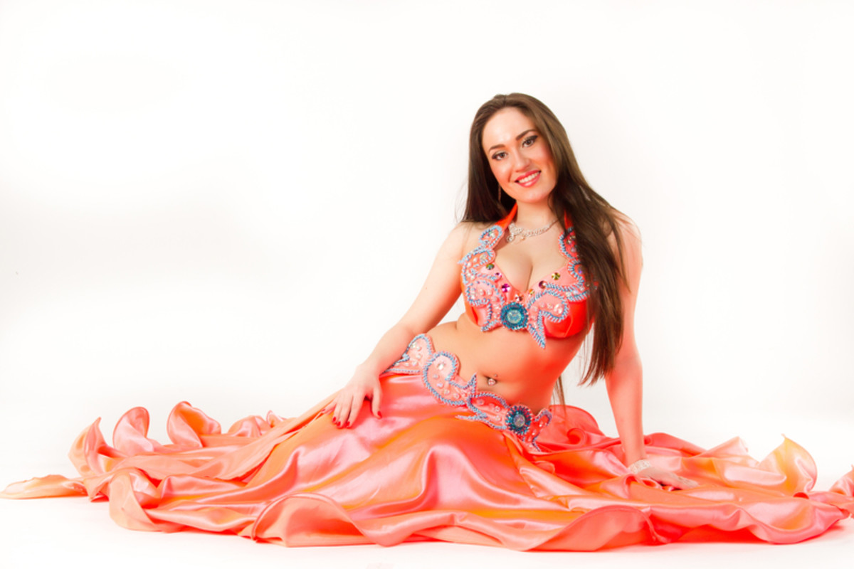 What Is a Majence in Belly Dance?