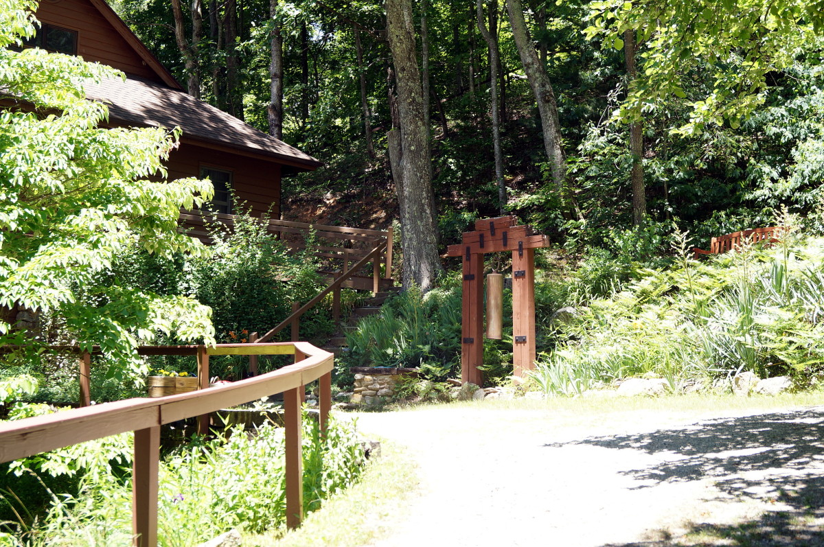 The path leading to the lodge where we ate our meals and where most people attending the retreat stayed