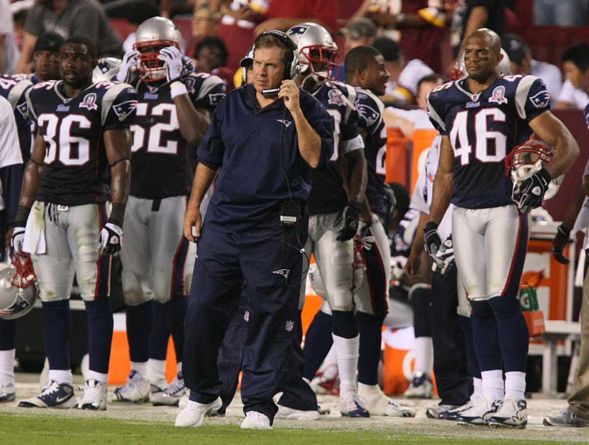 Bill Belichick coaching a Patriots game