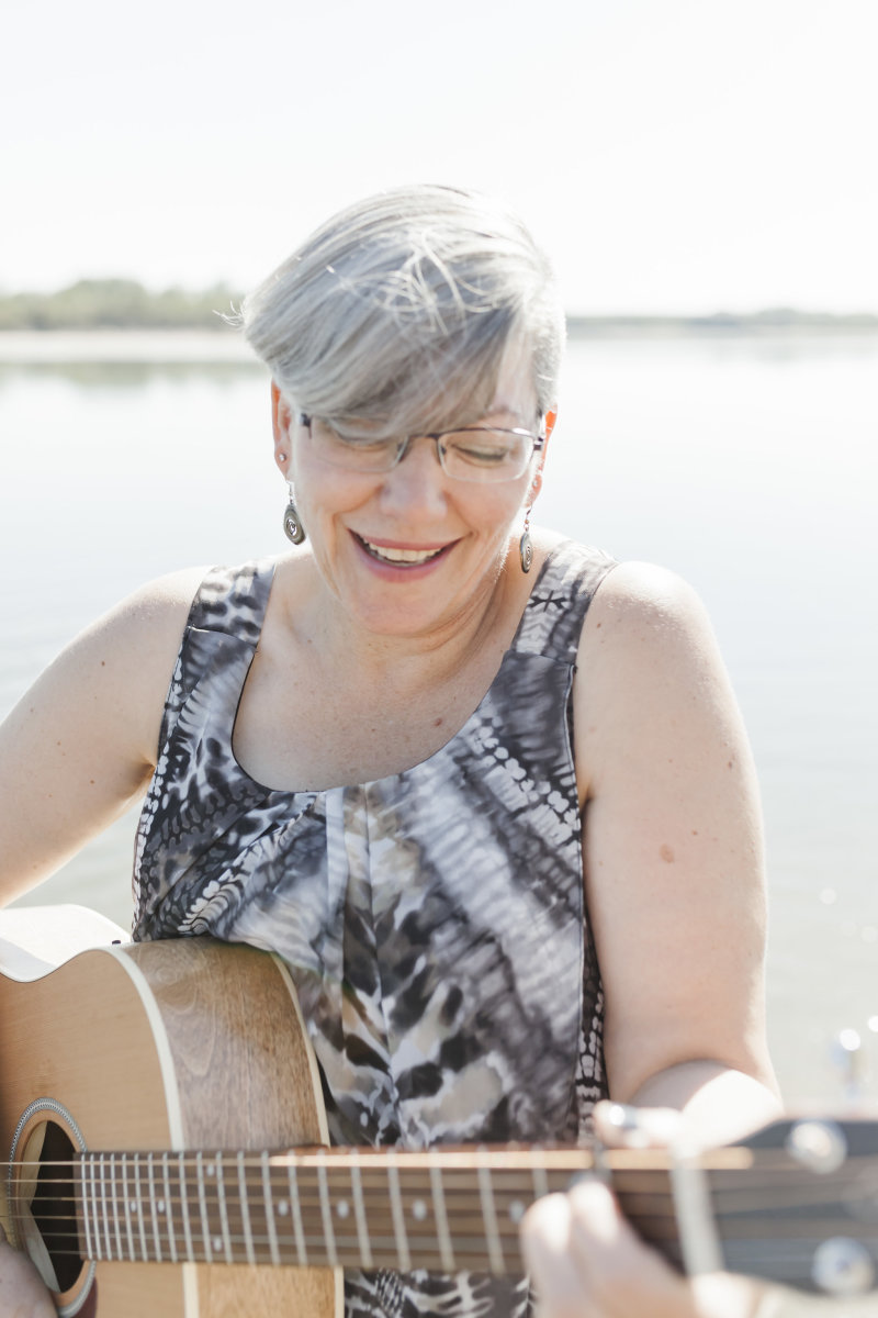 An Interview With Saskatchewan Singer/Songwriter Wanda Gronhovd
