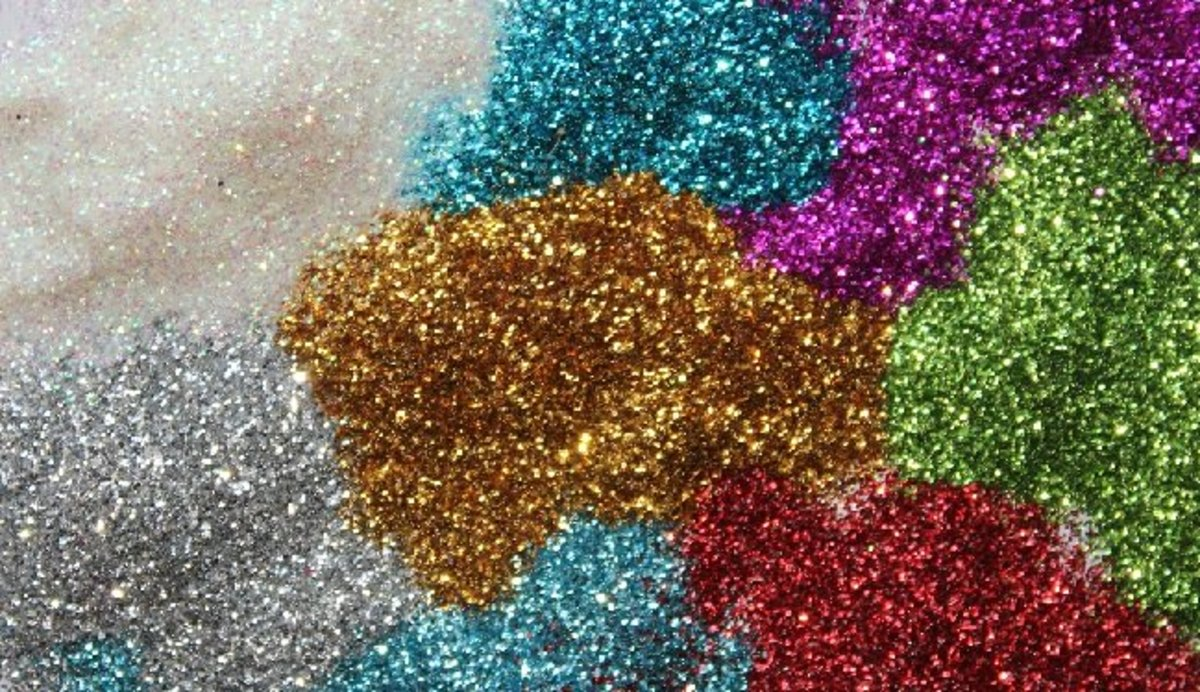 Tips and Ideas to Use Glitter for Paper Crafts