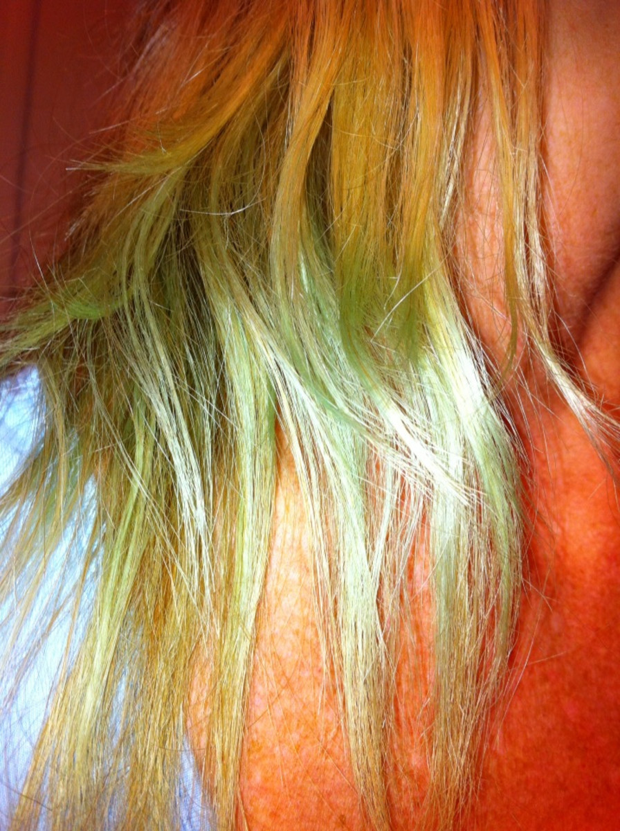 How to Fix Blonde Hair That Has Turned Green