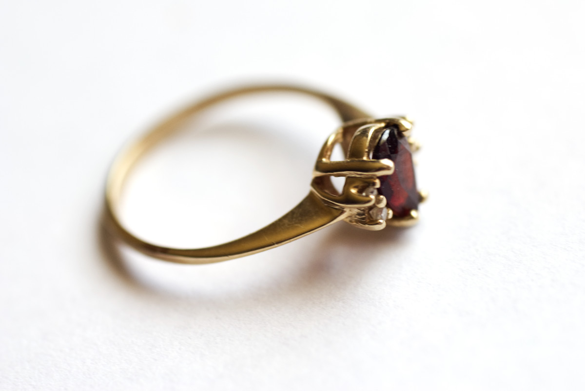 Gold with diamonds and garnet