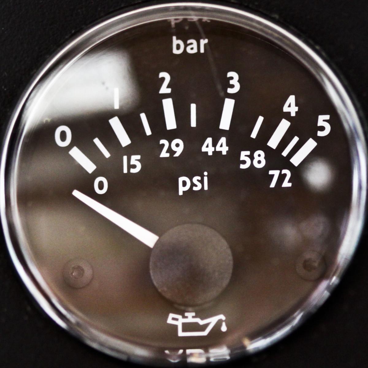 造成油压低的原因有几个。