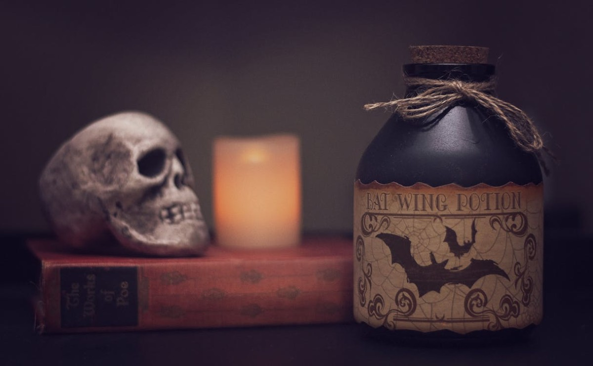 7 Bootiful Ideas to Decorate Your Home for Halloween