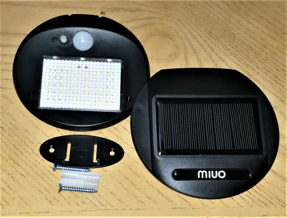 This is the front and back of the Miuo solar outdoor lights with the assembly parts.