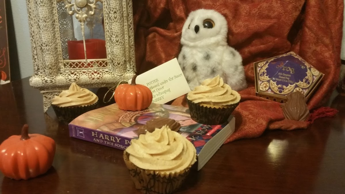 """""""Harry Potter and the Sorcerer's Stone"""" Book Discussion and """"Pumpkin Pasty"""" Cupcakes Recipe"""
