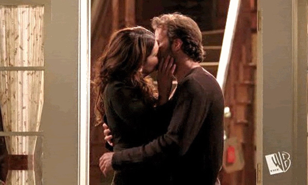 when does lorelai get with luke