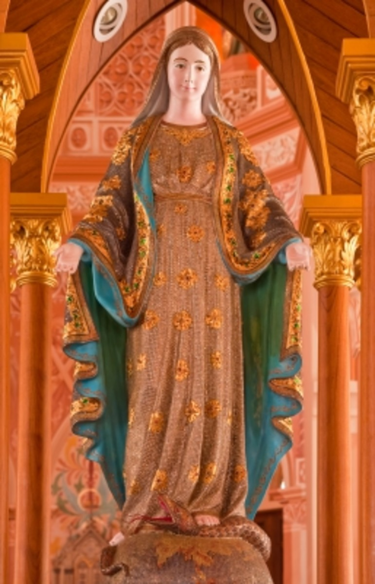Holy Mary Statue Decorated With Real Precious Stone