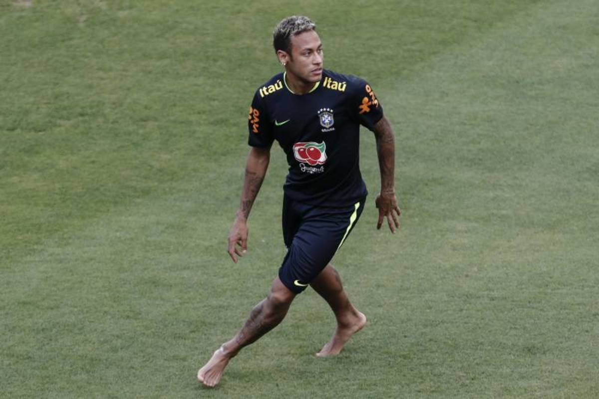 Neymar training barefooted