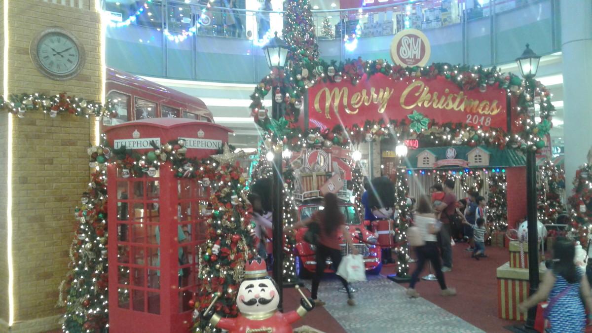 A mall in Manila showcasing Christmas decor.