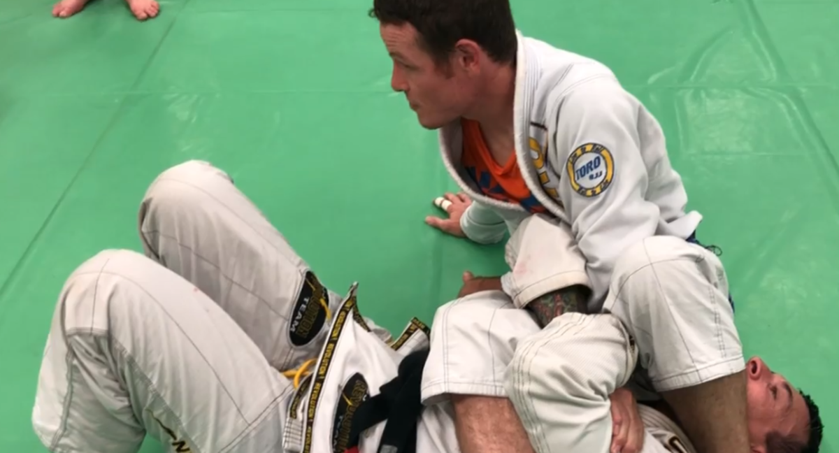 "How to Use the ""Pocket"" Grip to Control and Finish the Armbar"