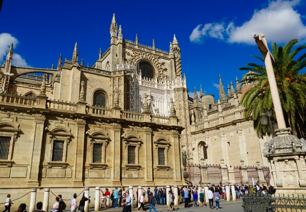 Visiting the Cathedral of Seville and the Giralda Bell Tower