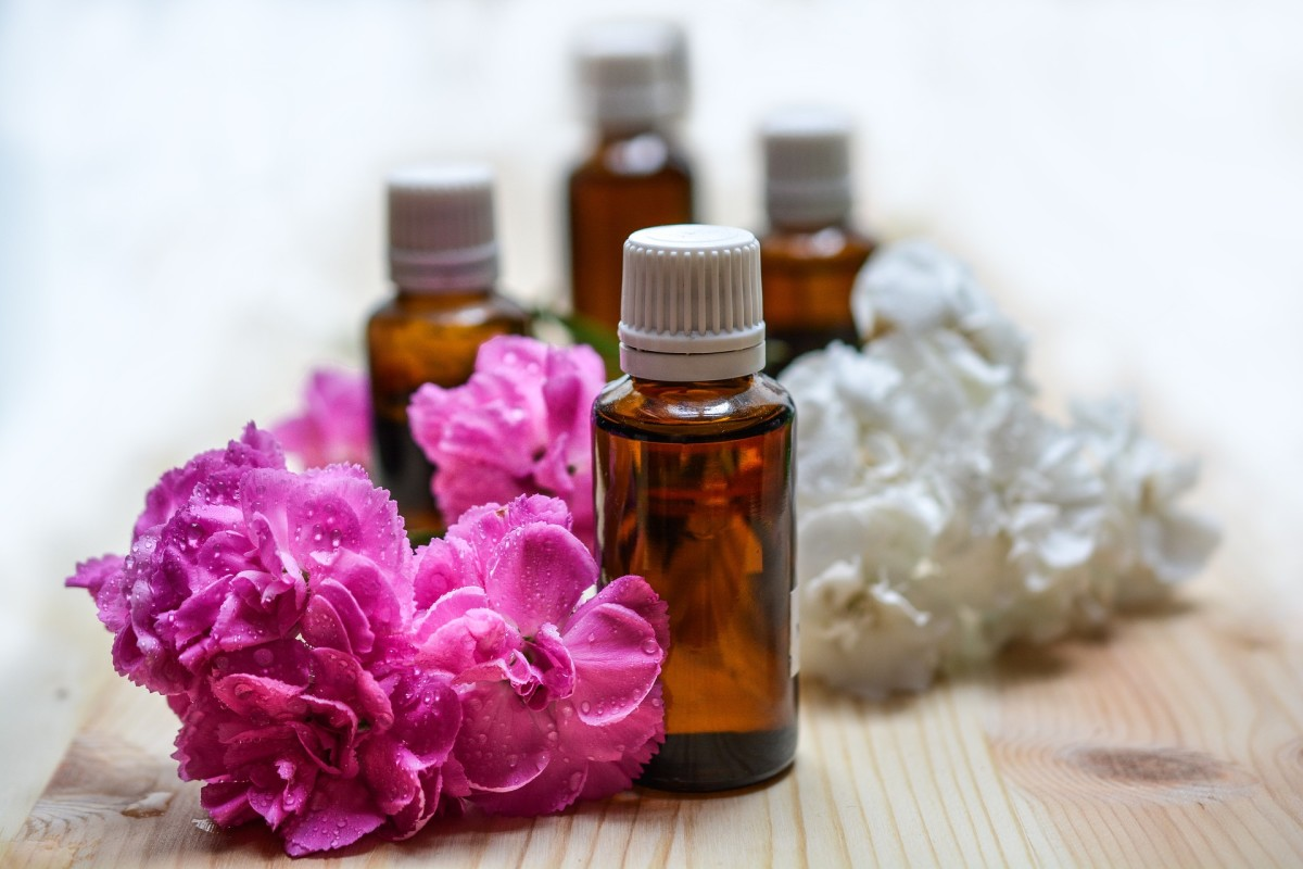 Using Aromatherapy to Improve Mood and Treat Depression Naturally