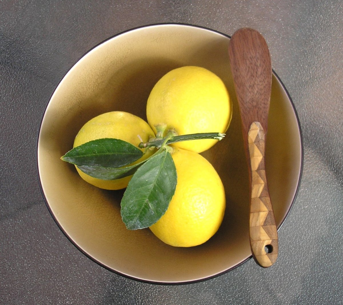 Lemon Essential Oil: Four Amazing Benefits