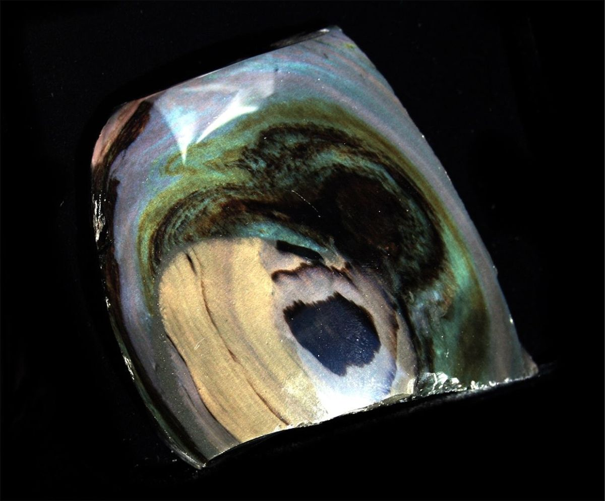 Rainbow obsidian is useful in detoxification.
