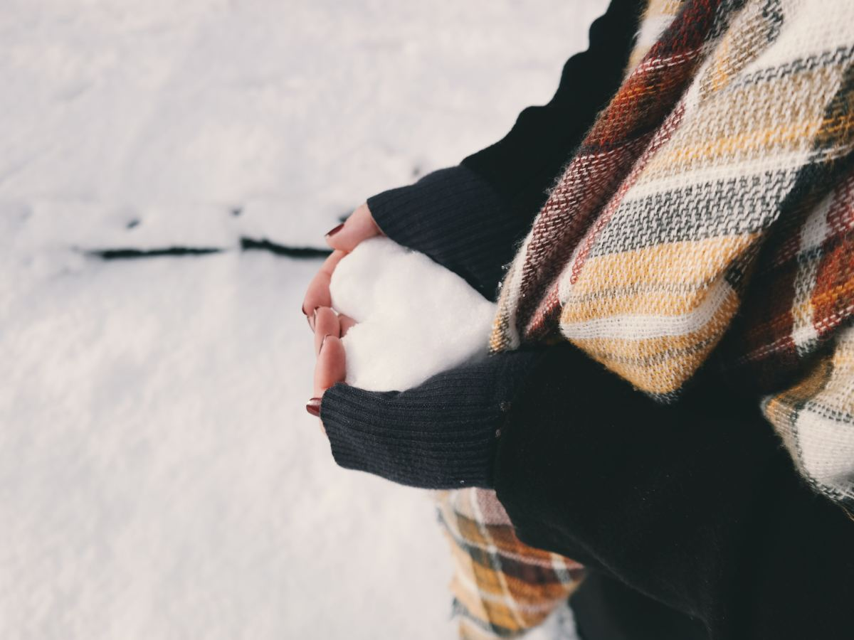 Learn how to manage the symptoms of SAD and enjoy the winter wonderland.