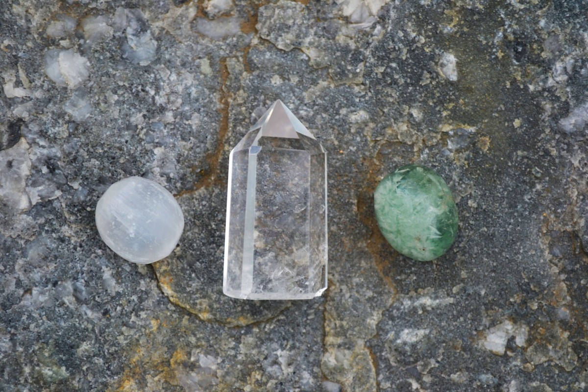 When placed near other stones, clear quartz can help power other crystals and amplify their effects.