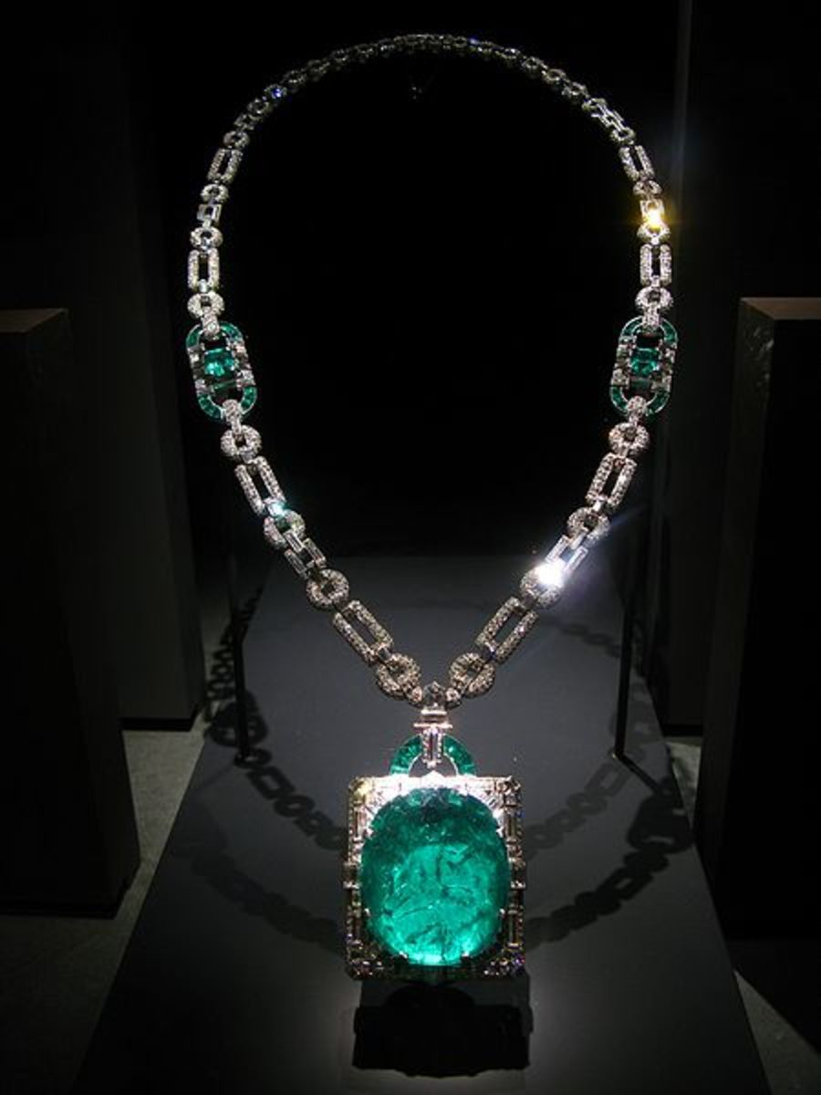 Emerald necklaces were typically worn to help prevent epilepsy and also seen as symbol of true love.
