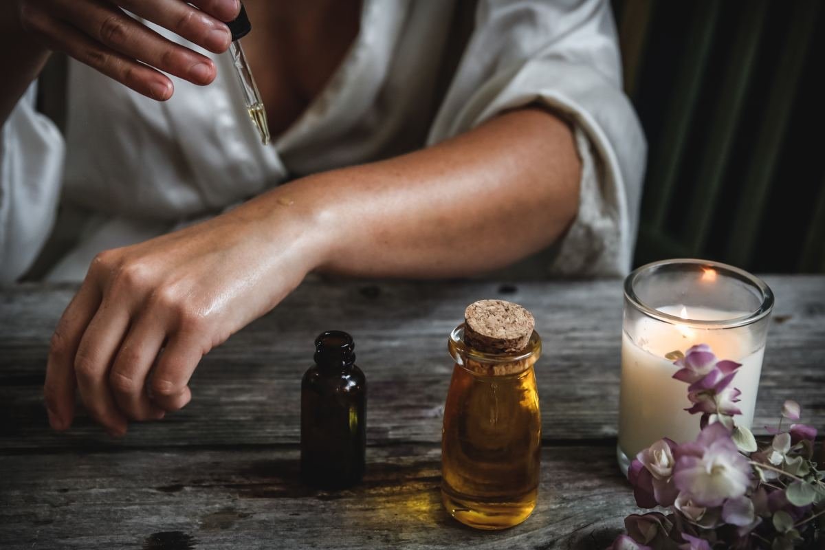 Aromatherapy may help improve sleep quality.