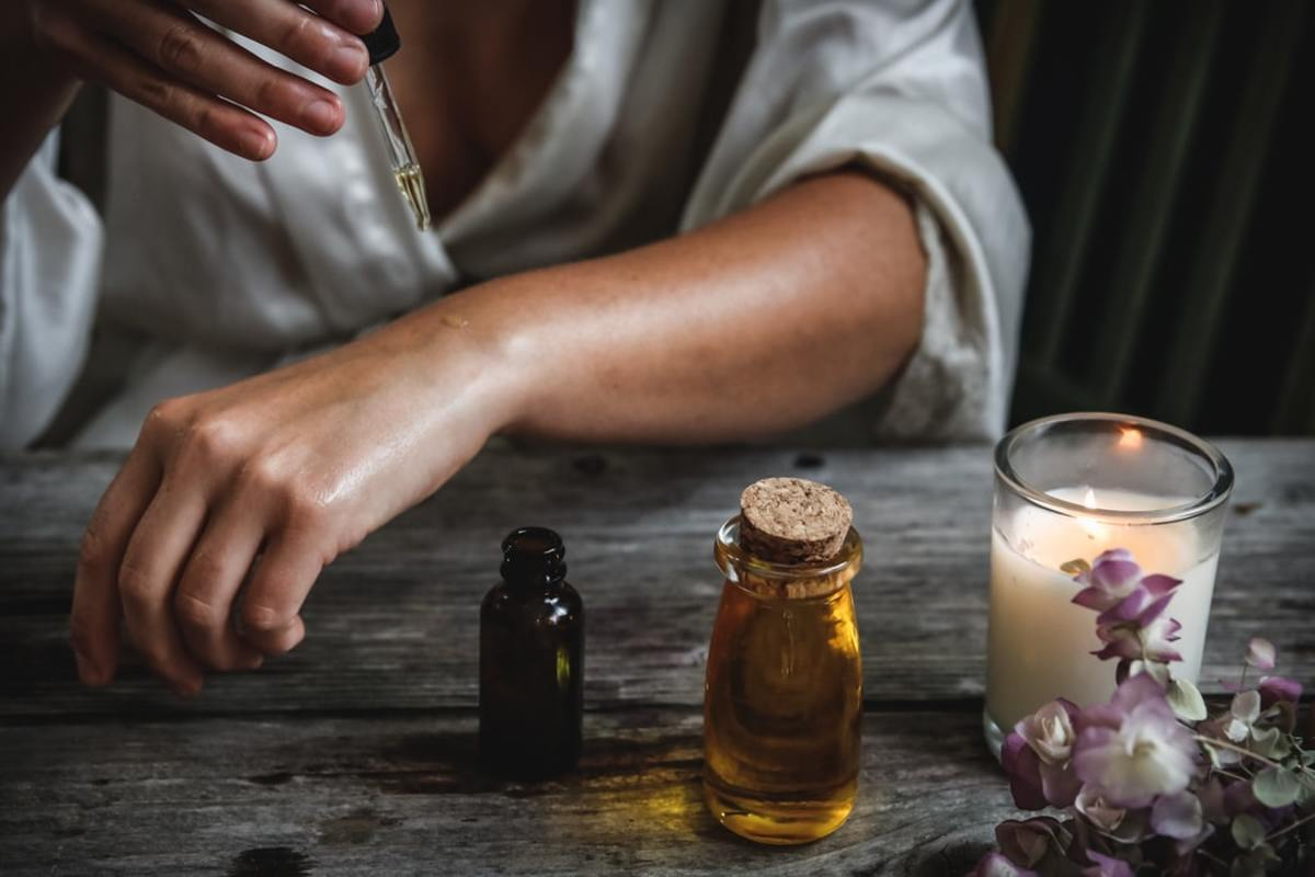 How to Relieve Anxiety With Essential Oils: An Overview