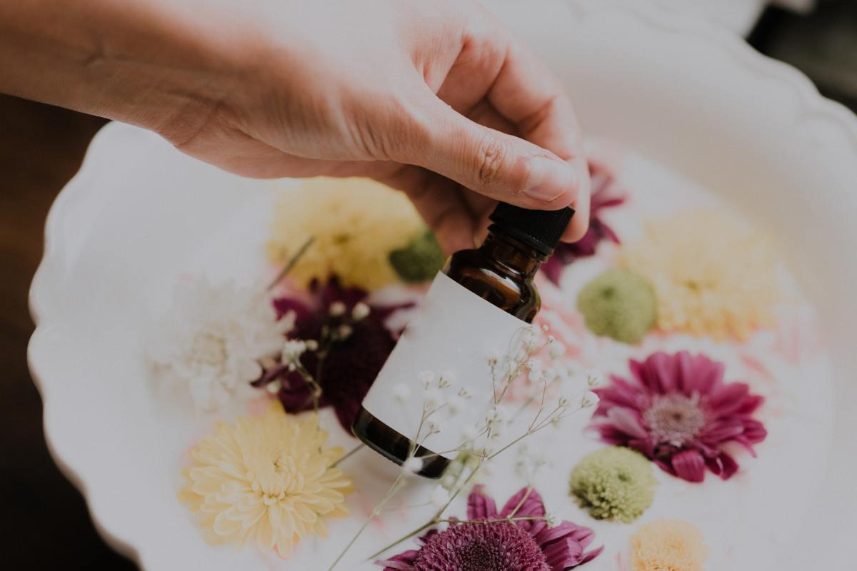 How to Make Vapor Rub With Essential Oils